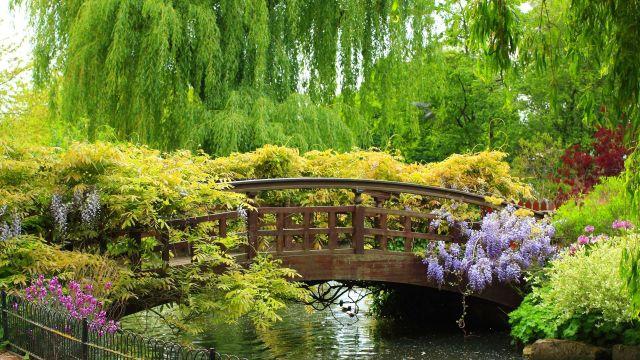 puente_espectacular_en_un_jardin_maravilloso-HD